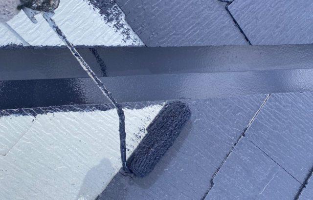 韮崎市A様邸、外壁・屋根塗装 屋根塗装中塗り