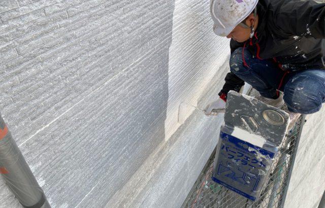 韮崎市A様邸、外壁・屋根塗装 シーラー2回目