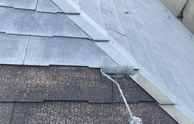 韮崎市A様邸、外壁・屋根塗装 屋根塗装下塗り1回目