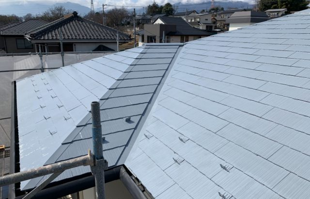甲斐市A様邸、外壁・屋根塗装 屋根塗装下塗り2回目