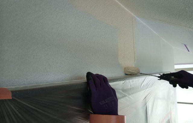 韮崎市S様邸、外壁塗装工事 中塗り