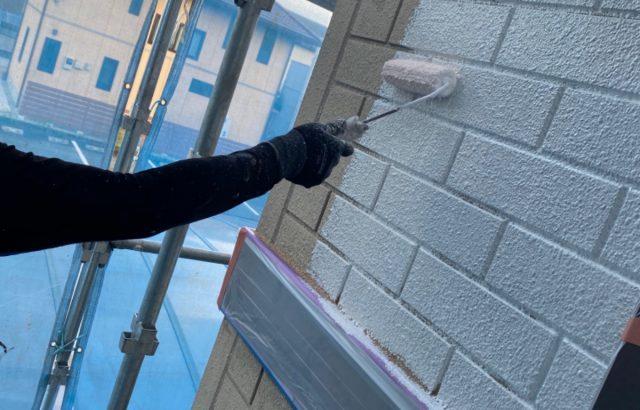 南アルプス市A様邸、外壁塗装工事 下塗り1回目
